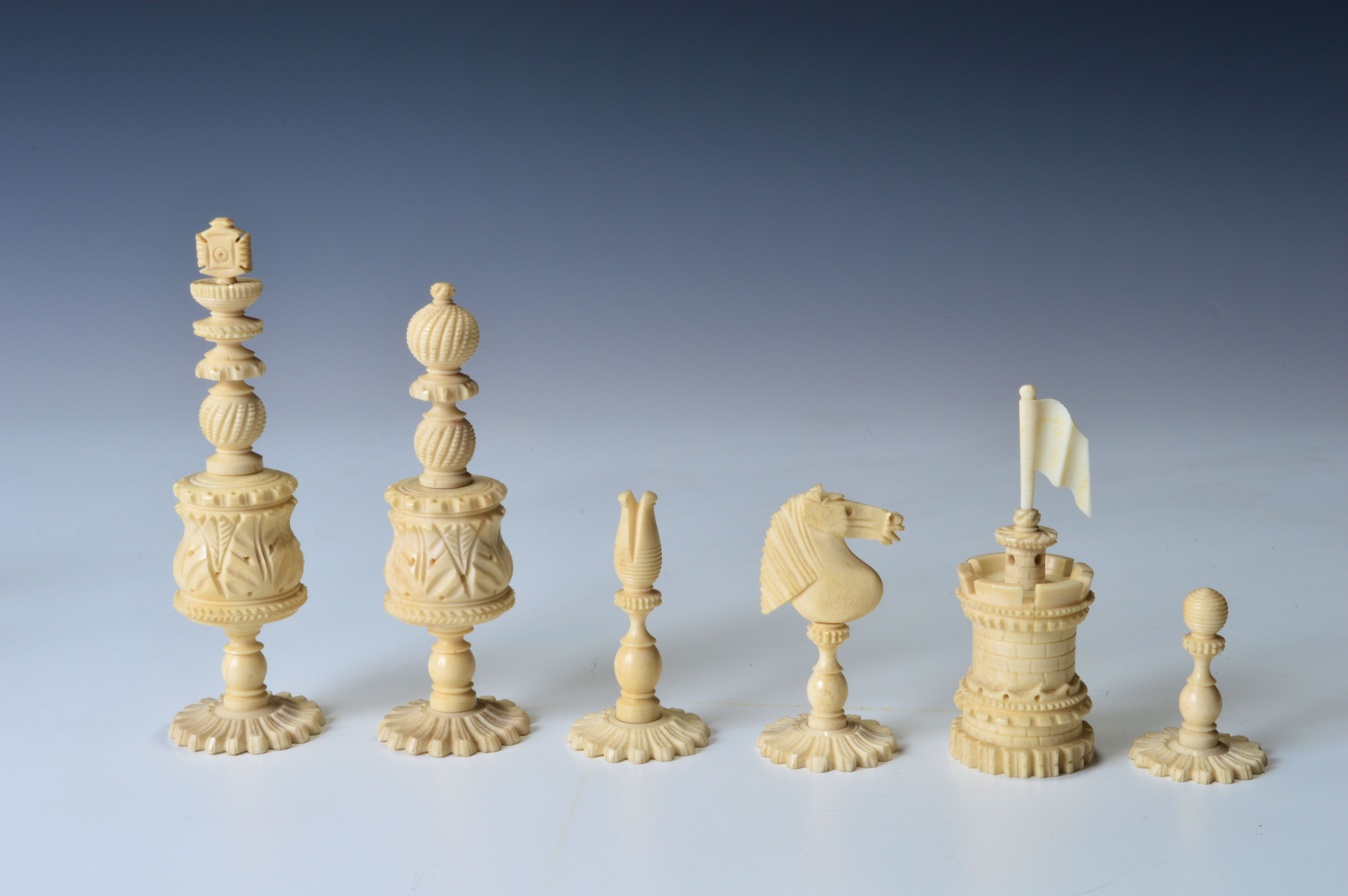 Antique 19th century bone barleycorn chess set - Collectible chess sets ...