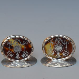 SET OF FOUR TORTOISESHELL AND SILVER PIQUE MENU HOLDERS