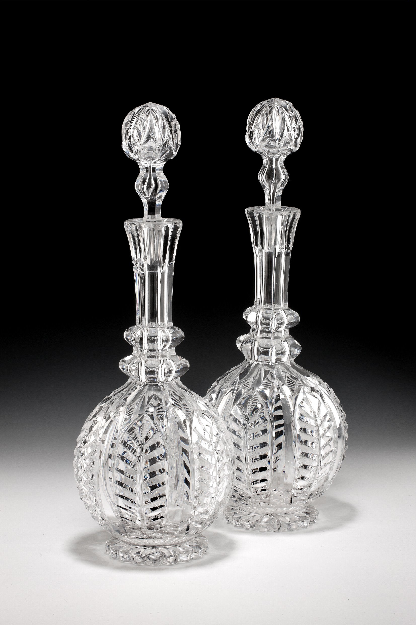 dating antique decanters Estimating the age of antique bottles can sometimes be a difficult task even for the experienced collector however, by following some basic guidelines anyone can.