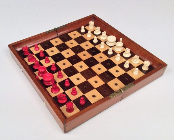 ANTIQUE JAQUES 'IN STATUS QUO' TRAVELLING CHESS SET