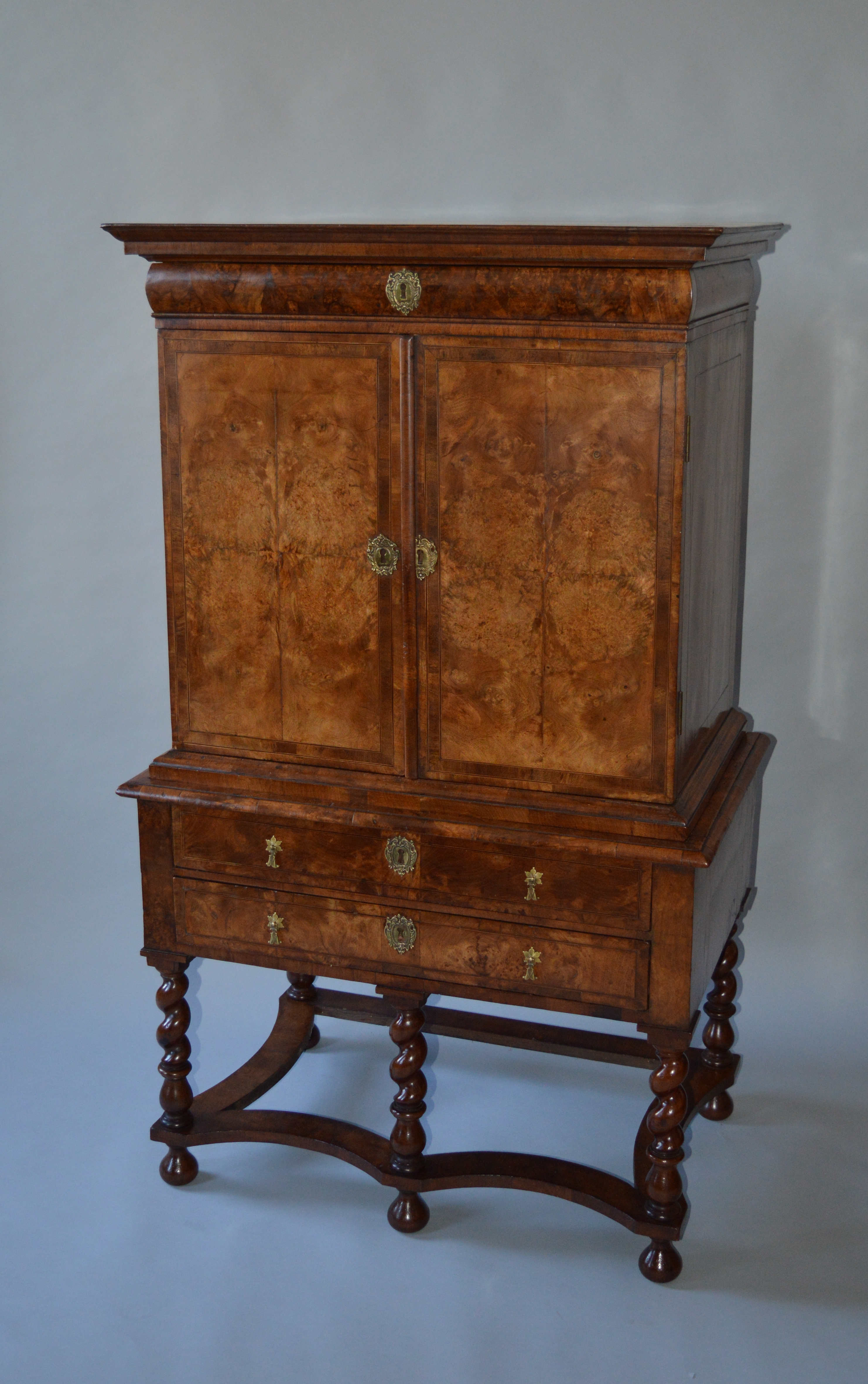 ANTIQUE QUEEN ANNE SMALL SIZE BURR WALNUT CABINET ON STAND ...