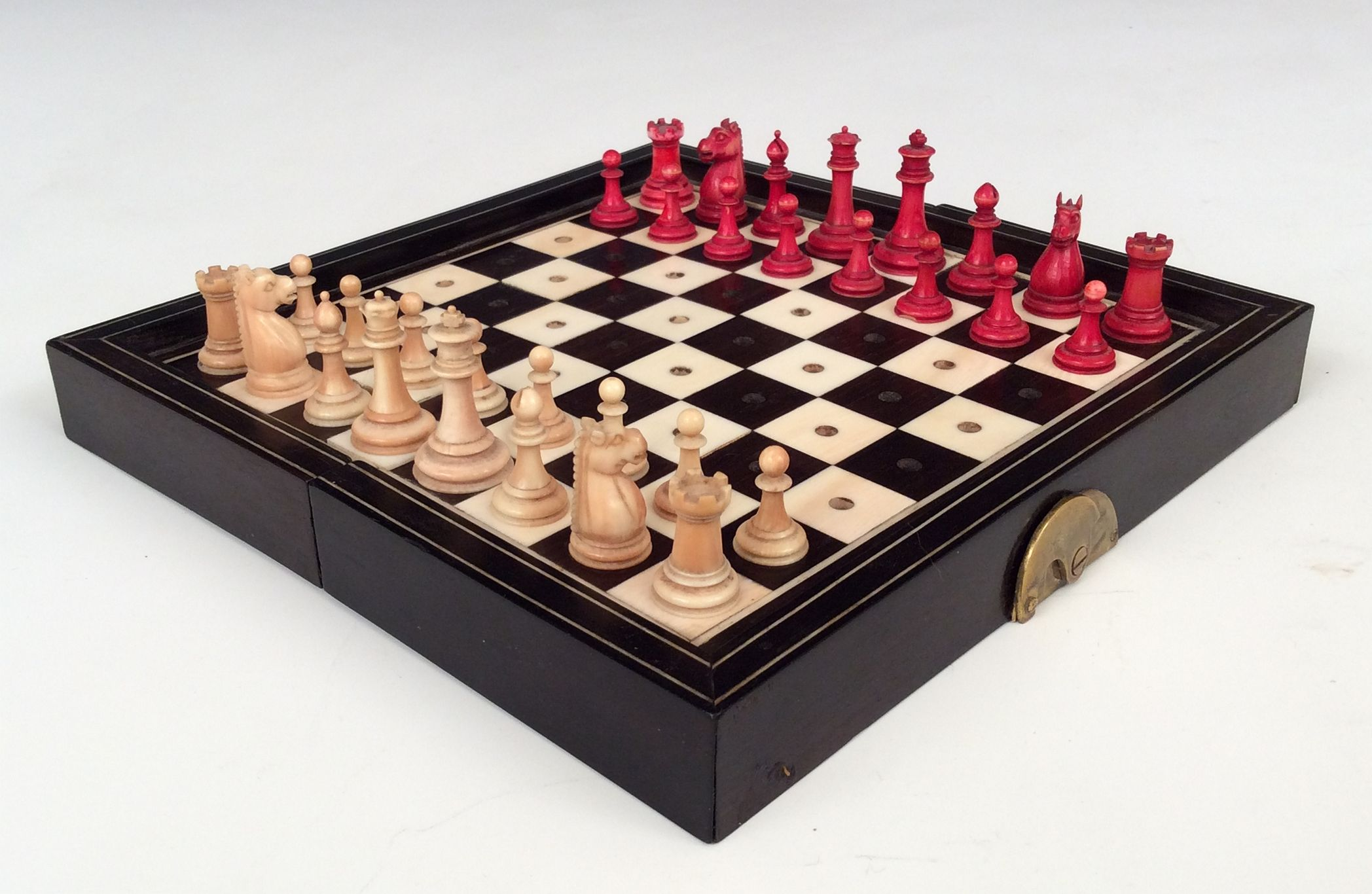 Antique ivory travelling chess set - Collectible chess sets ...