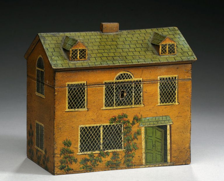 ANTIQUE TEA CADDY IN THE FORM OF A COUNTRY HOUSE