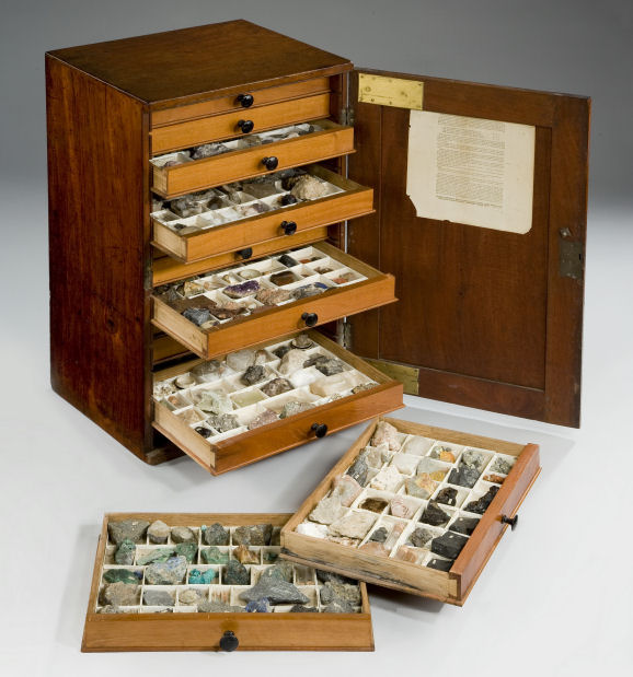 antique-collectors-cabinet-geological-specimens-James-Tennant-2403_1_2403 - 19TH CENTURY MAHOGANY COLLECTORS CABINET WITH GEOLOGICAL SPECIMENS