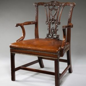 ANTIQUE CARVED MAHOGANY ARMCHAIR IN CHIPPENDALE STYLE