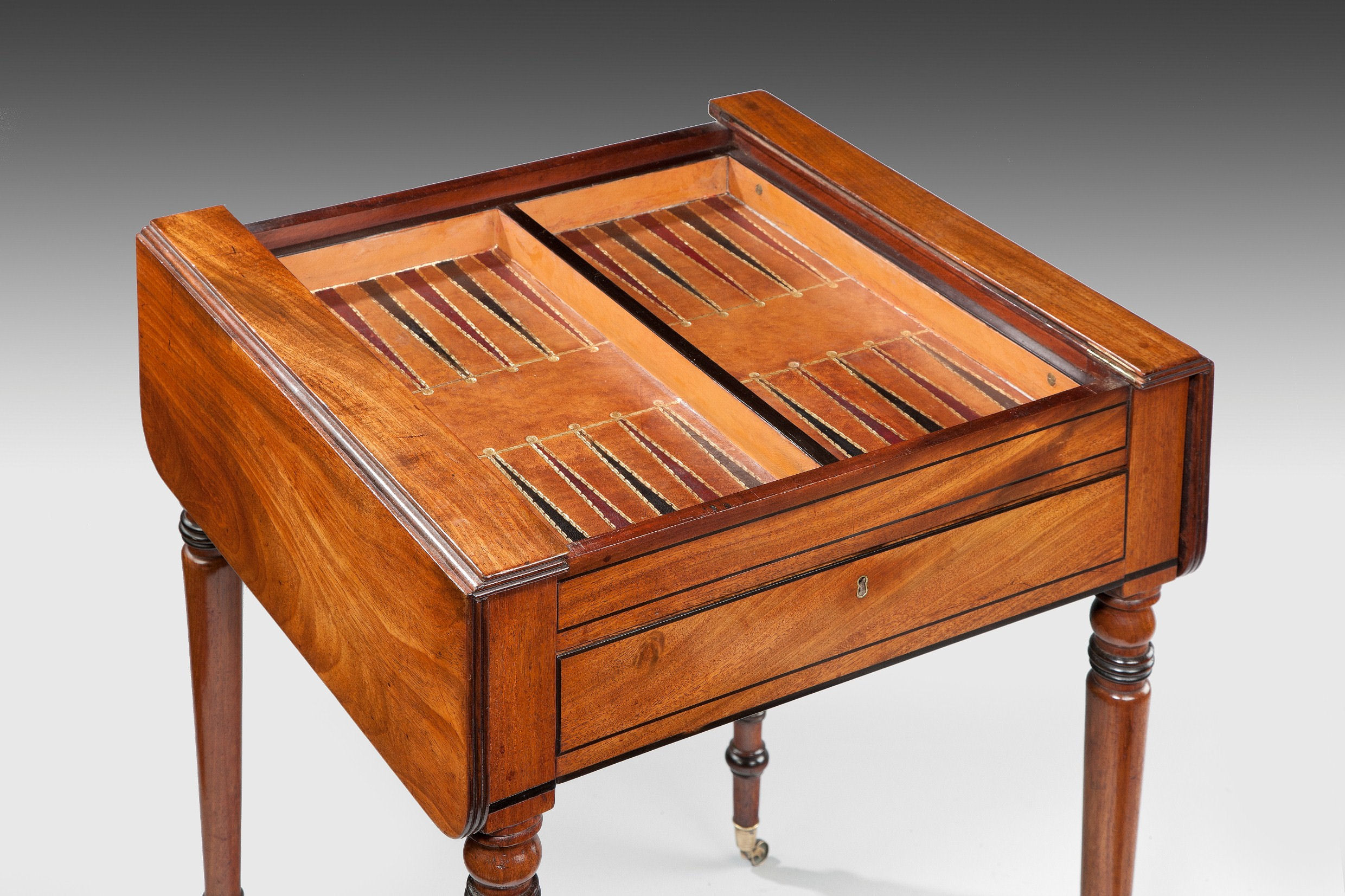 Games Table Chess Board Backgammon Well Mahogany Antique