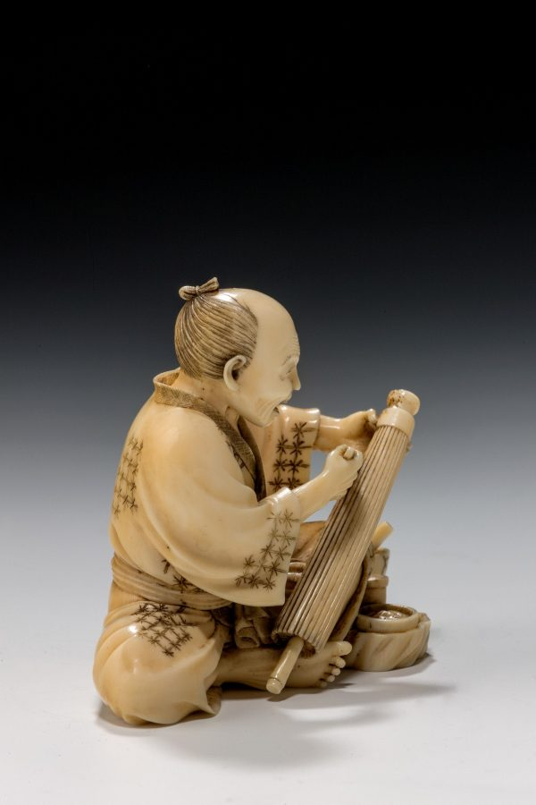 ivory-okimono-Japanese-parasol-maker-antique-meiji-5025_1_5025