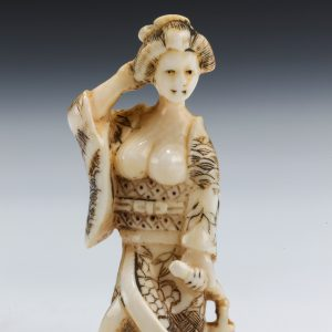 ANTIQUE JAPANESE SMALL IVORY OKIMONO OF A LADY