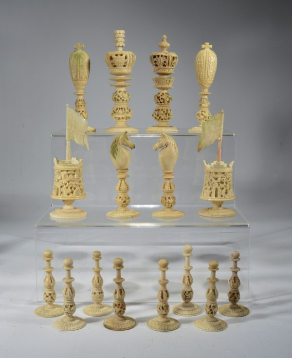 antique-chess-set-chinese-burmese-ivory-red-white-DSC_9446