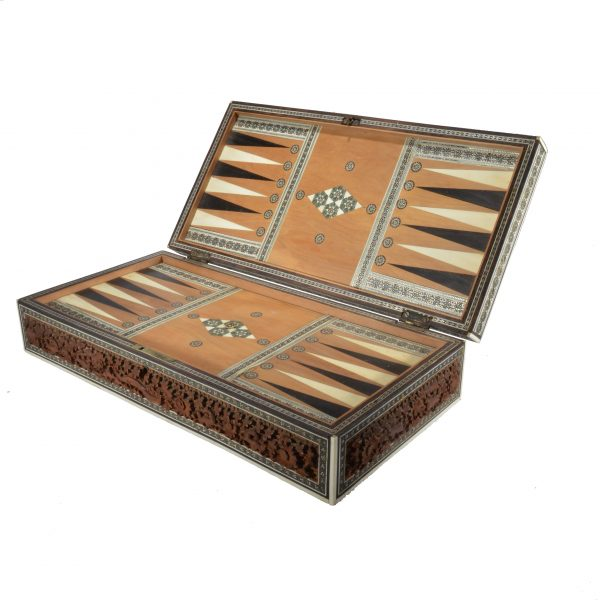 antique-games-box-anglo-indian-chess-backgammon-cribbage-solitaire-DSC_0601a